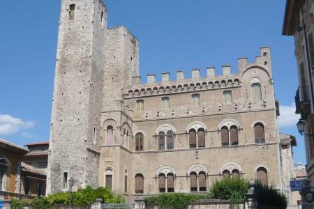 Piazza S. Agostino Torri Gentilizia di Ascoli Piceno